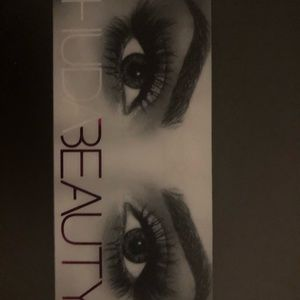 BRAND NEW HUDA BEAUTY FALSE LASHES SCARLETT #8